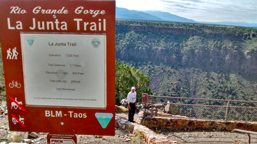 Starting down the La Junta Trail to the bottom of the gorge.