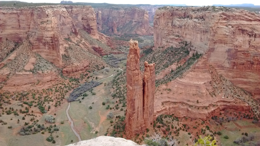 Viewpoint of Spider Rock, the 800-foot sandstone spire rising up from the canyon floor.